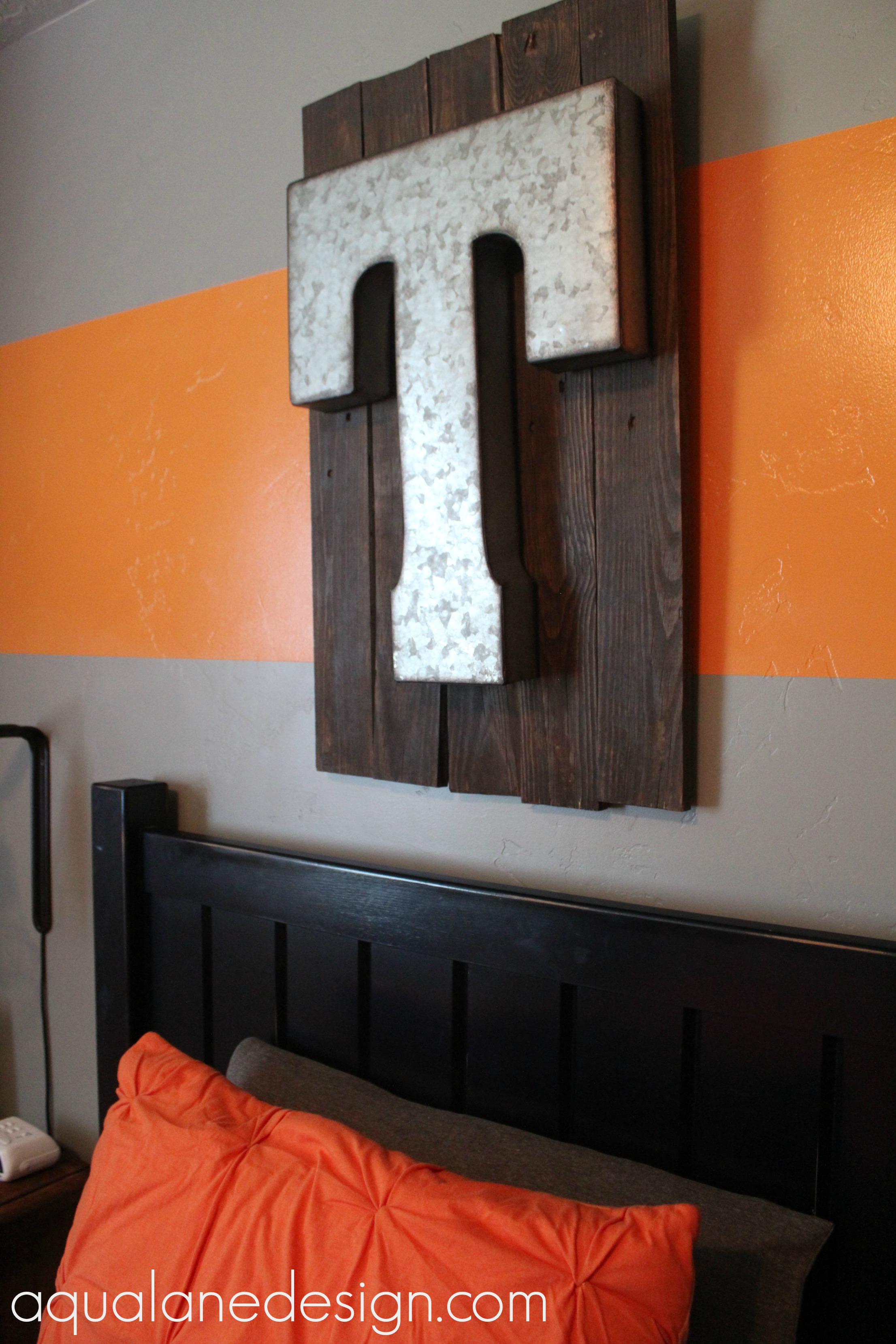 DIY pallet sign above bed